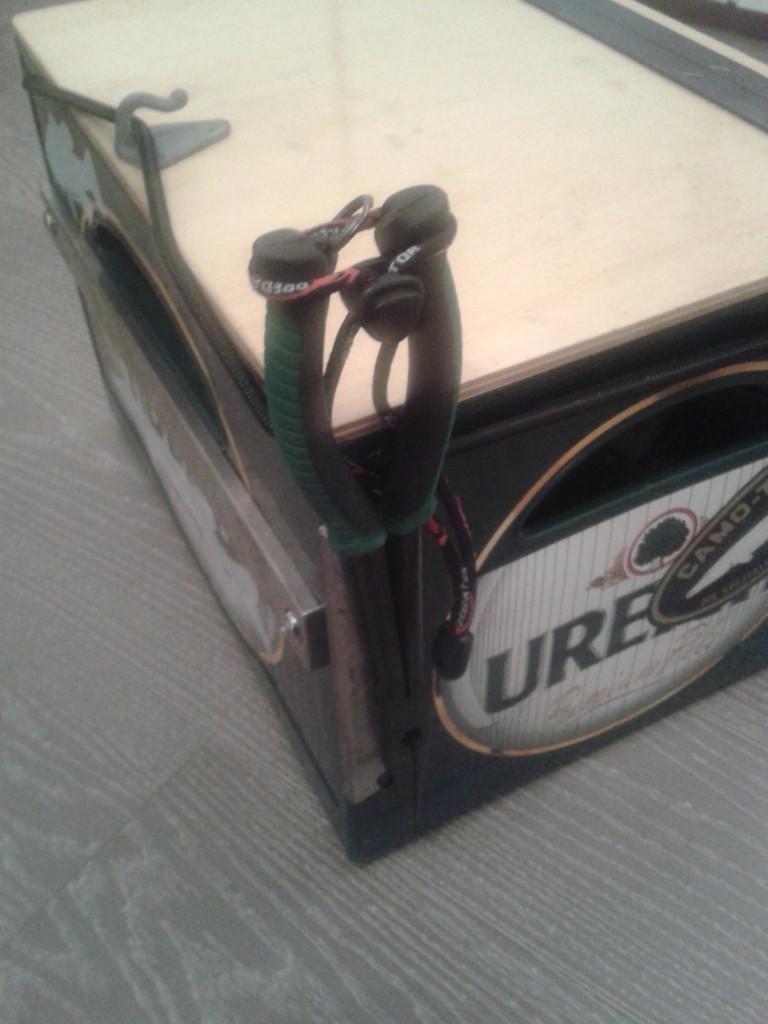 Die Magnetschiene aus einem schwedichen Einrichtungshaus hält super auch schwere Metallgegenstände